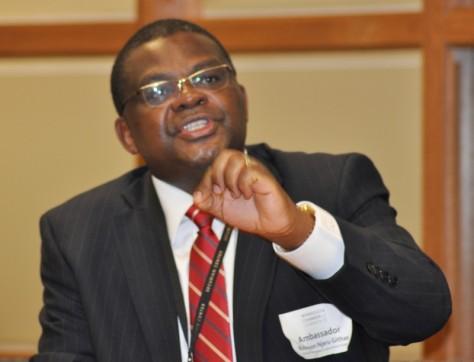 Kenyan-Ambassador-Robinson-Njeru-Githae-speaking-at-the-Minnesota-Chamber-of-Commerce.-PHoto-Issa-Mansaray-The-AfricaPaper-2-800x612