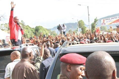 President-Uhuru-Kenyatta-addressing-supporters-in-Nakuru-town